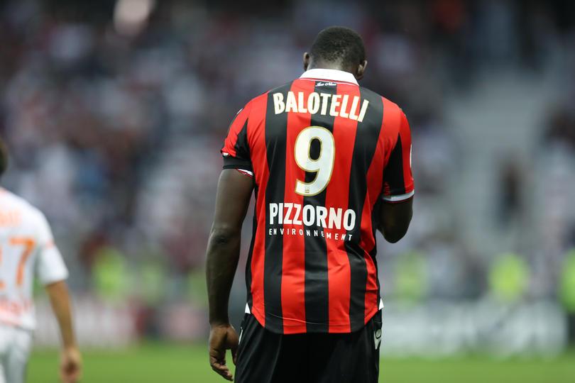 Balotelli sigue dando de qué hablar, tanto en lo futbolístico como en la indisciplina.