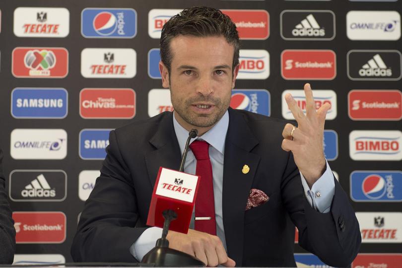 Rafael Puente en conferencia de prensa con Chivas