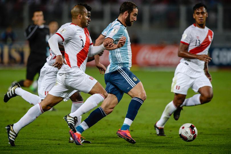 Gonzalo Higuaín anotó gol en el empate entre Argentina y Bolivia y empató las anotaciones que marcó Maradona con la camiseta albiceleste.