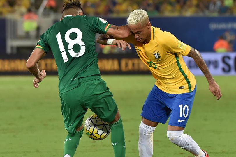 Yasmani Georges Duk, jugador boliviano que le dio un codazo a Neymar y lo abrió, dijo que no fue su intención hacerlo y aprovechó para decir que el brasileño debe dejar de ser sobrado para ser el mejor del mundo.