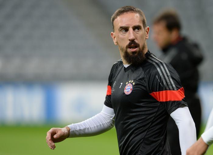 El idilio entre Franck Ribéry y los terrenos de juego parece haber terminado, una vez más el futbolista del Bayern Munich se lesionó.