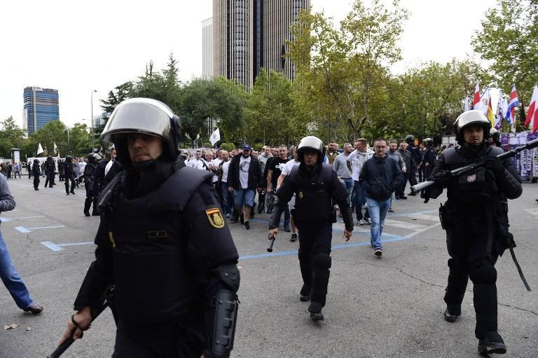 La policía española tuvo problemas con los hinchas del Legia de Varsovia