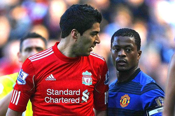 Patrice Evra dejó atrás la polémica y problemas de racismo con Luis Suárez cuando ambos jugaban para equipo de la Premier League.