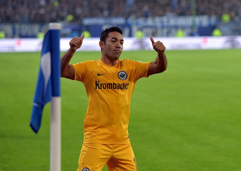 Marco Fabián festeja el triunfo de su equipo