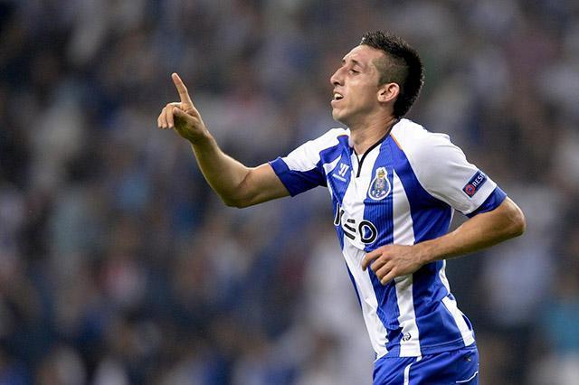 Cada que el mercado de futbolistas se acerca colocan un nuevo pretendiente para Héctor Herrera, mediocampista del Porto y del Tri. En esta ocasión un medio italiano asegura que lo quieren llevar a la Serie A.