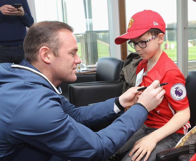Rooney con un aficionado