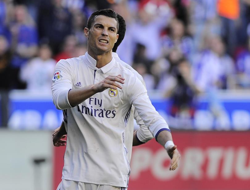 Cristiano Ronaldo dio un pisotón a un rival en el empate del Madrid ante el Legia
