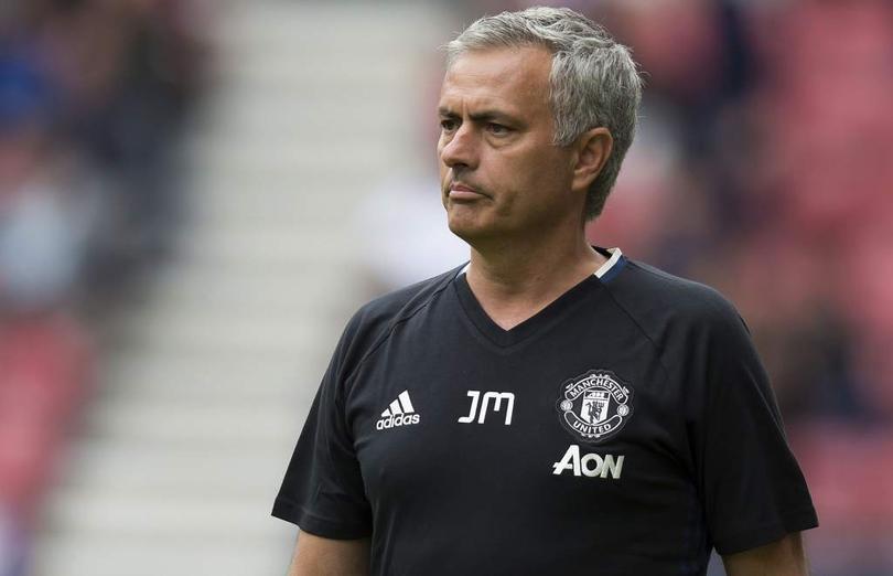 José Mourinho, técnico del Manchester United, tendría definida una lista negra, la cual incluiría a los jugadores que espera que abandonen a los red devils en invierno o a más tardar en el próximo verano.