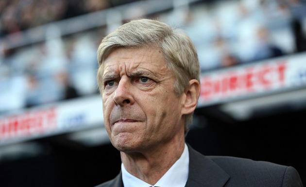 Arsène Wenger, entrenador del Arsenal, alabó a Mesut Özil, mediocampista de su club y ex del Real Madrid, el técnico francés comparó al alemán con una leyenda de los gunners, Dennis Bergkamp.