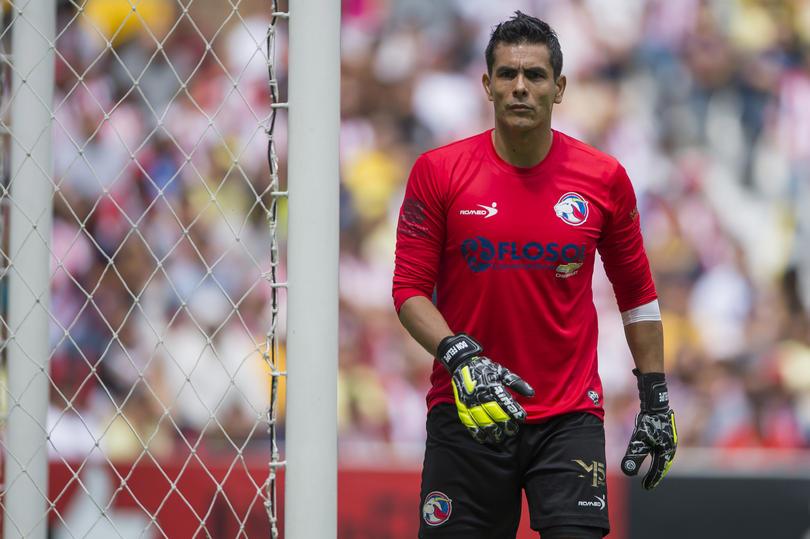 El arquero ex de las Chivas, Oswaldo Sánchez, aparece en un spot publicitario del nuevo premio que entregará la FIFA al mejor jugador de la temporada.