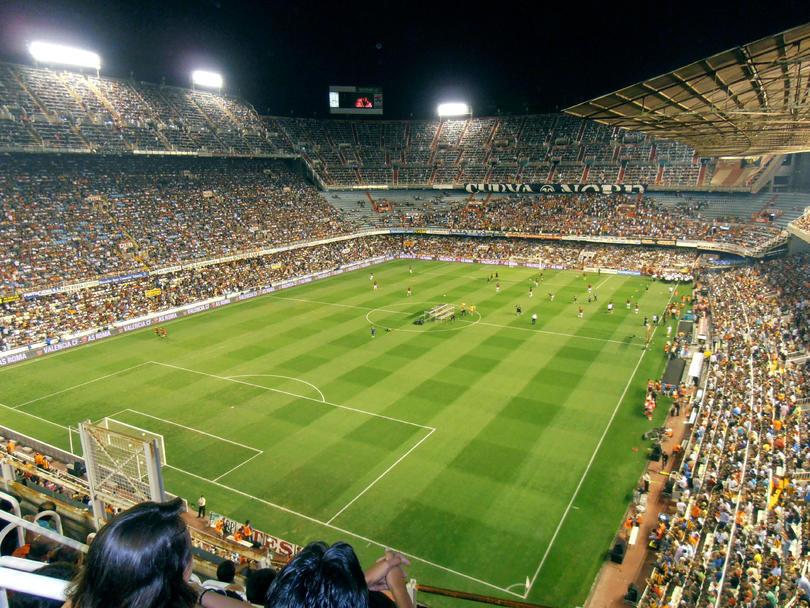 Aficionado del Valencia es multado con tres mil euros por incidente contra el Barça