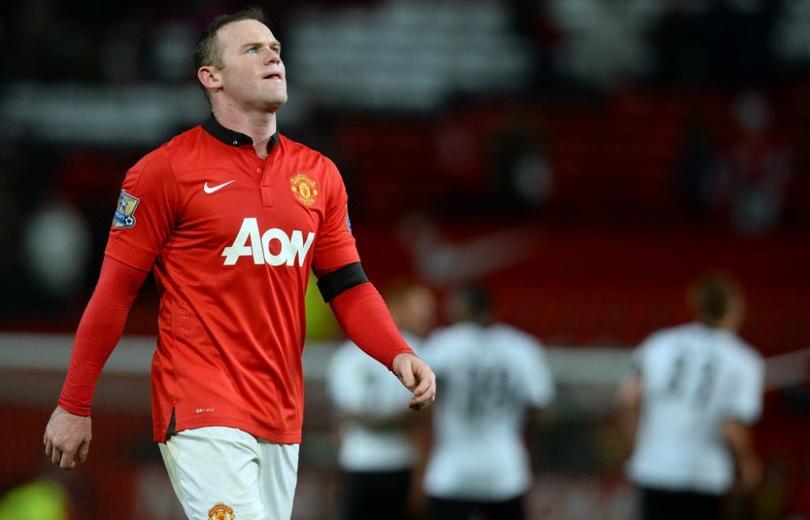 Rooney se autoinvita a una boda en el hotel de concentración y termina ebrio.