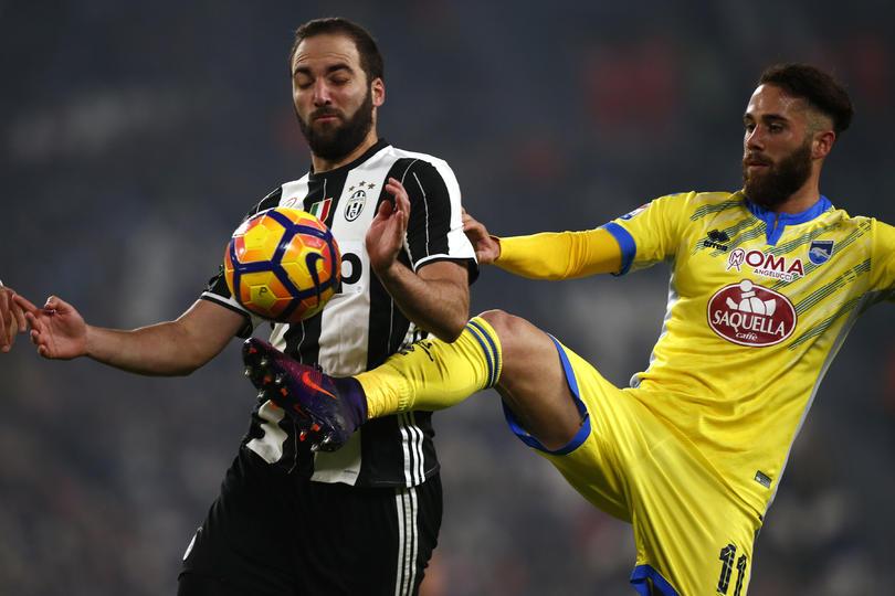 Higuaín no jugará frente al Sevilla