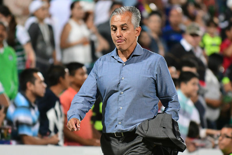 Rafa Márquez y Sergio Bueno habrñian tenido una bronca en el último juego de temporada por adeudos de jugadores de Chiapas.