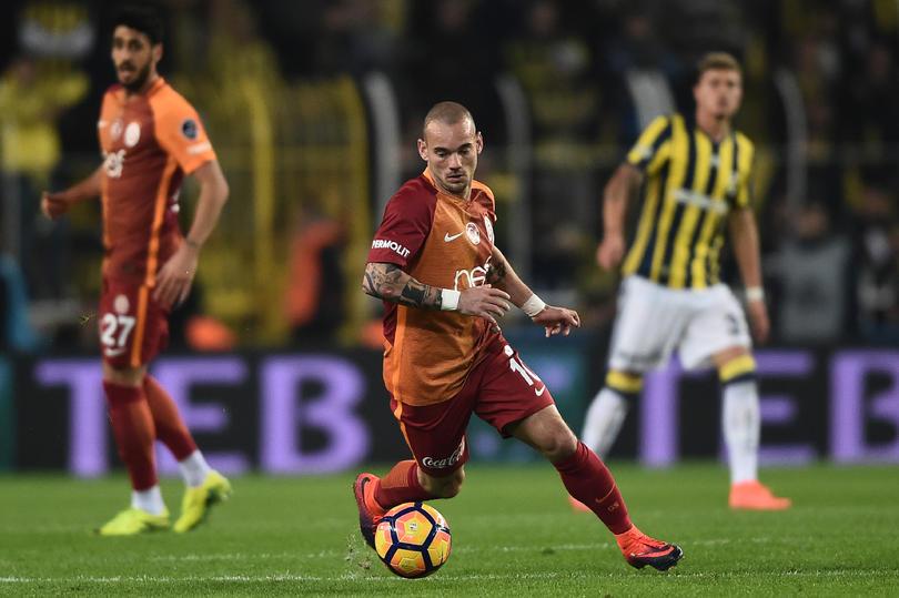 Wesley Sneijder quisiera regresar a la Serie A con el AC Milan y no con el Inter de Milán