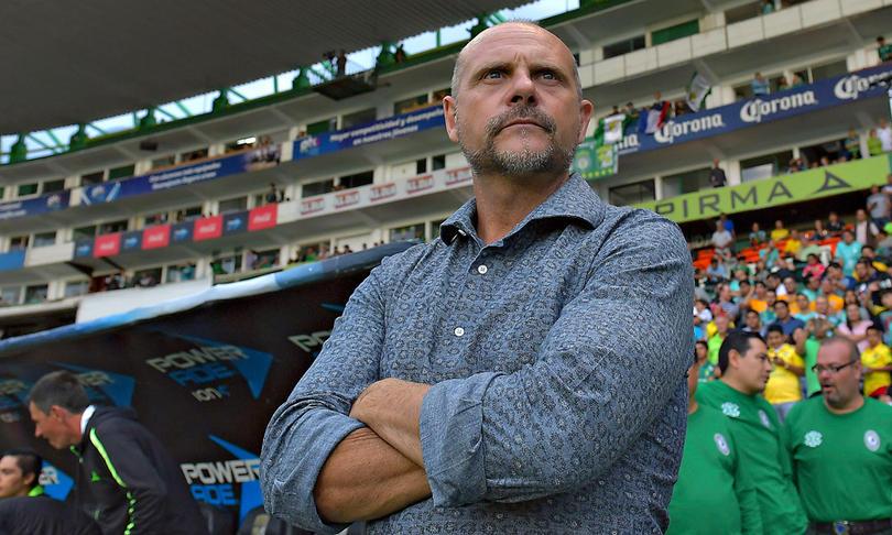 Javier Torrente presente en el Estadio Léon