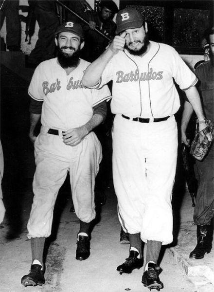 Fidel Castro y el lanzador Camilo Cienfuegos