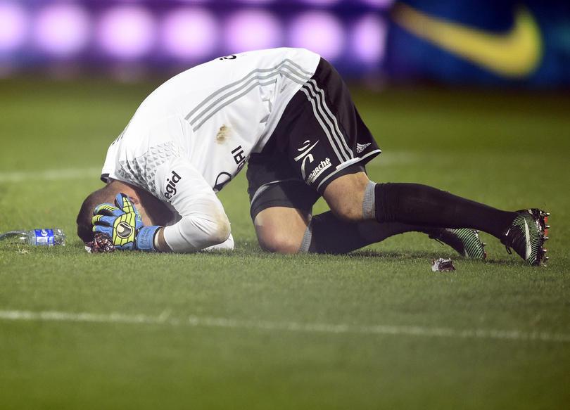El partido en el el Metz de Francia y el Olympique de Lyon tuvo que ser suspendido d por un incidente con el portero.