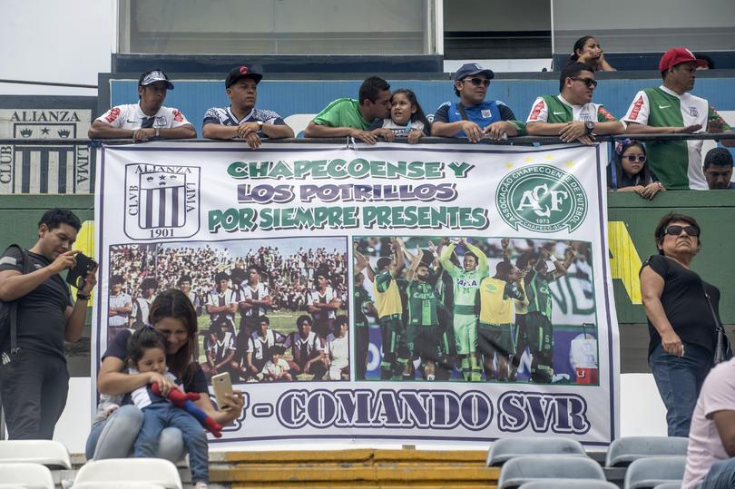 La afición de Alianza Lima en el homenaje a su equipo y el Chapecoense