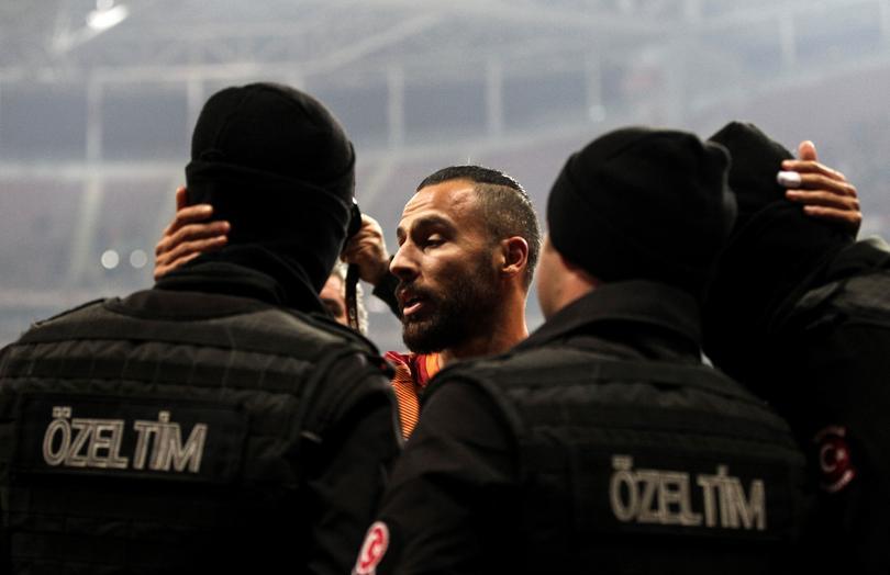 Festejo de Oztekin con la seguridad turca