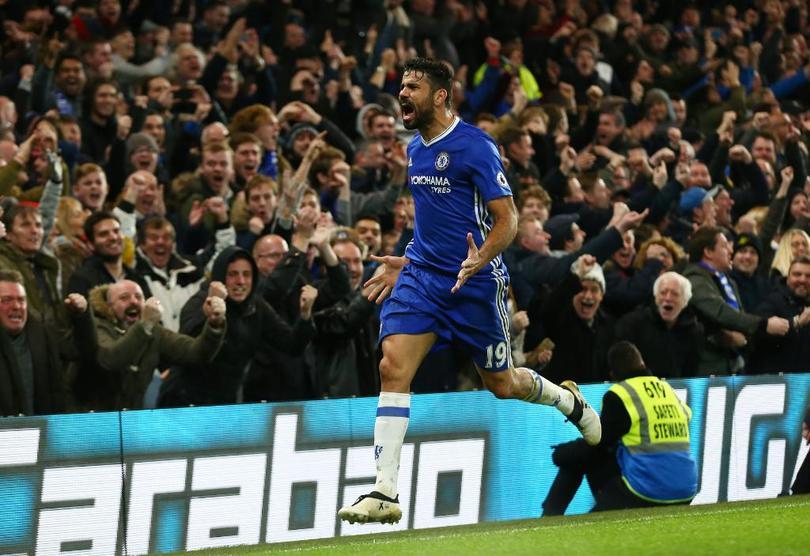 Con la victoria que Chelsea sacó en Stamford Bridge hoy por 4-2 contra el Stoke City, el equipo dirigido por Antonio Conte, consiguió un récord que sólo tres equipos en el futbol inglés habían logrado en 128 años.