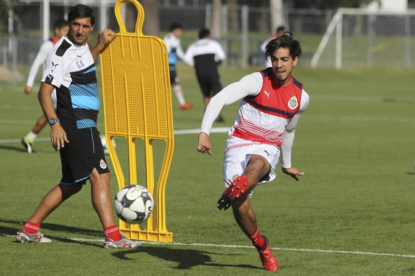 Rodolfo Pizarro en la pretemporada de Chivas