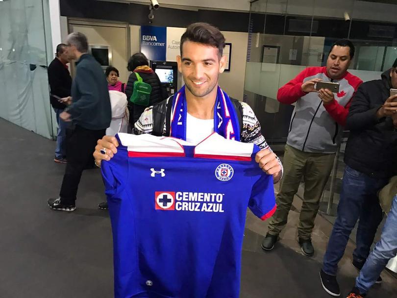 Luego de que las negociaciones entre Cruz Azul y San Lorenzo se alargaran, por fin llegó a la Ciudad de México el delantero Martín Cauteruccio.