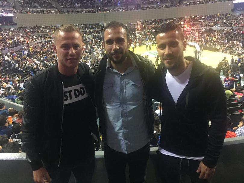 Abraham, González, Alex Castro y Chepe Guerrero fueron a ver el partido de NBA