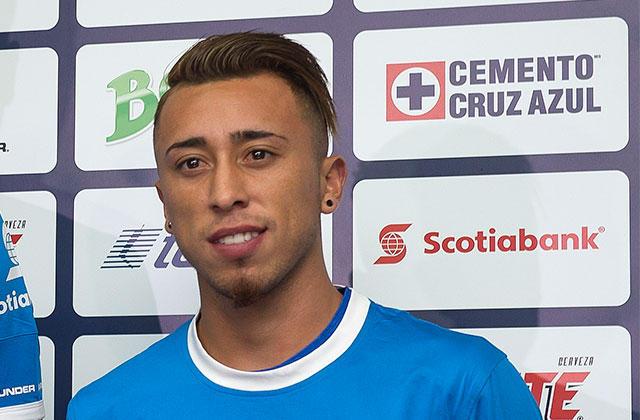 El refuerzo chileno de Cruz Azul, Martín Rodríguez, tiene chance de jugar contra los Pumas en el partido de mañana y es que la Liga MX publicó al jugador en su página web como registrado.