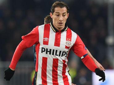 Guardado vuelve a destacar en la victoria del PSV