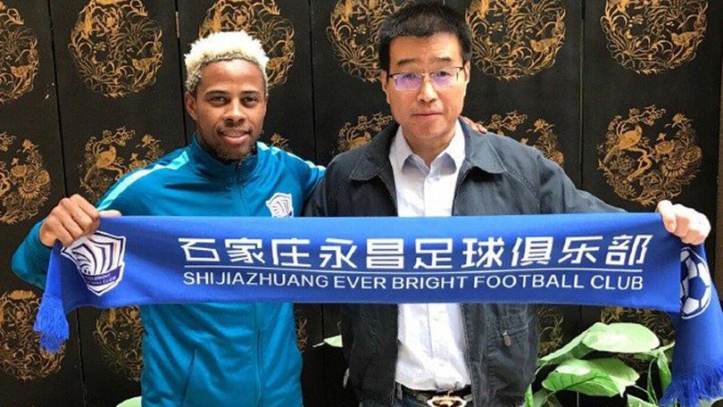 Adriano llega a China con el Shijiazhuang.