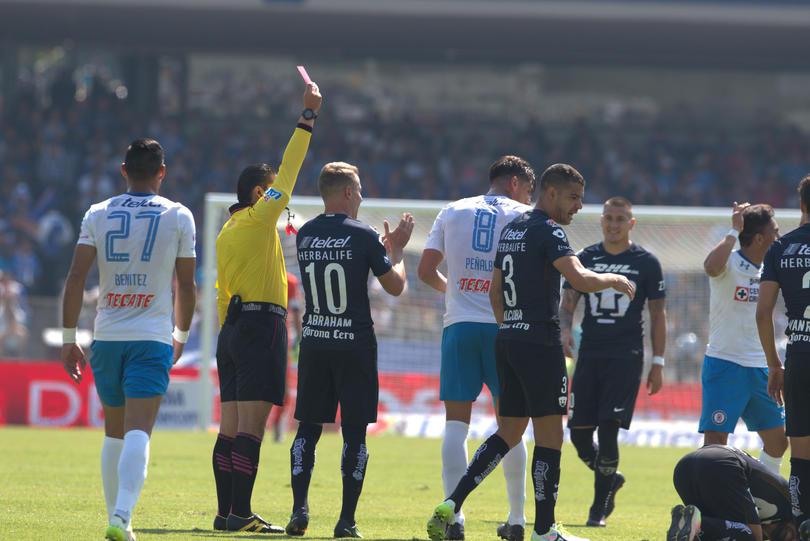 Peñalba fue expulsado durante el partido entre Cruz Azul y Pumas