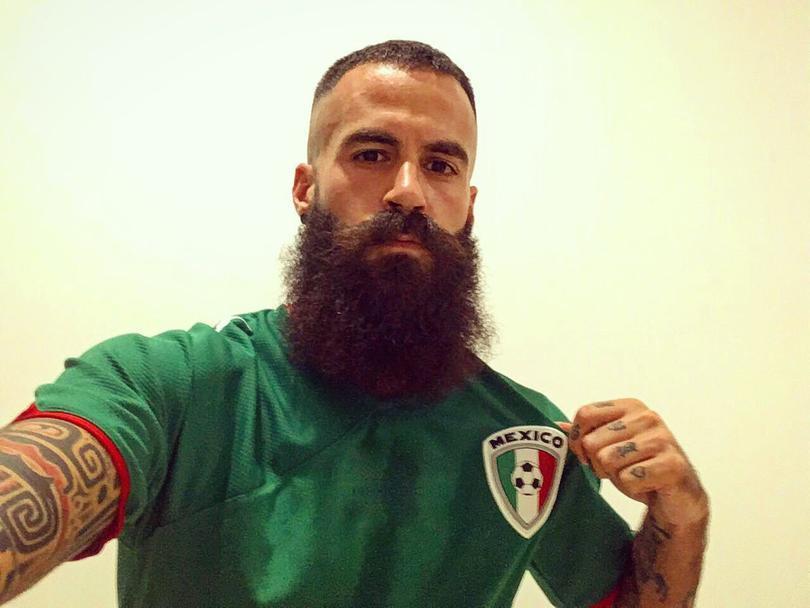 Marc Crosas porta orgulloso la playera con los colores de la Selección Mexicana