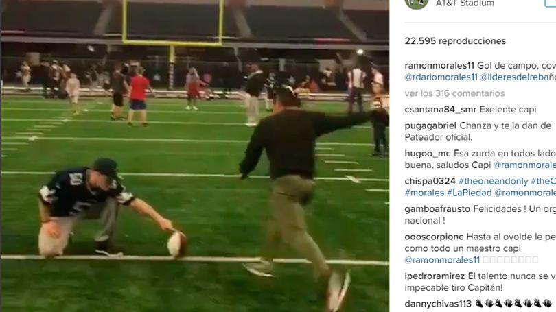 Ramón Morales la hizo de pateador en el AT&T Stadium
