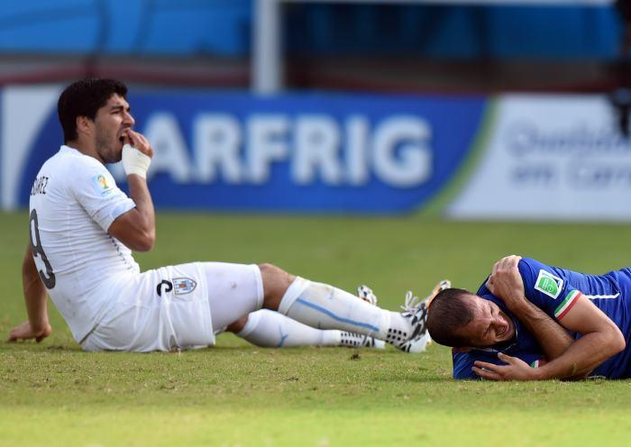 Suárez y su mordida a Chiellini, ñeradas en el futbol