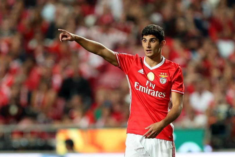 Gonçalo Guedes del Benfica se irá al PSG, al menos eso dice la prensa de Portugal quienes aseguran que pagaron 30 millones por el compañero de Raulito.