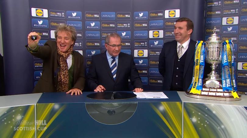 Rod Stewart estuvo muy alegre en el sorteo de la Copa de Escocia