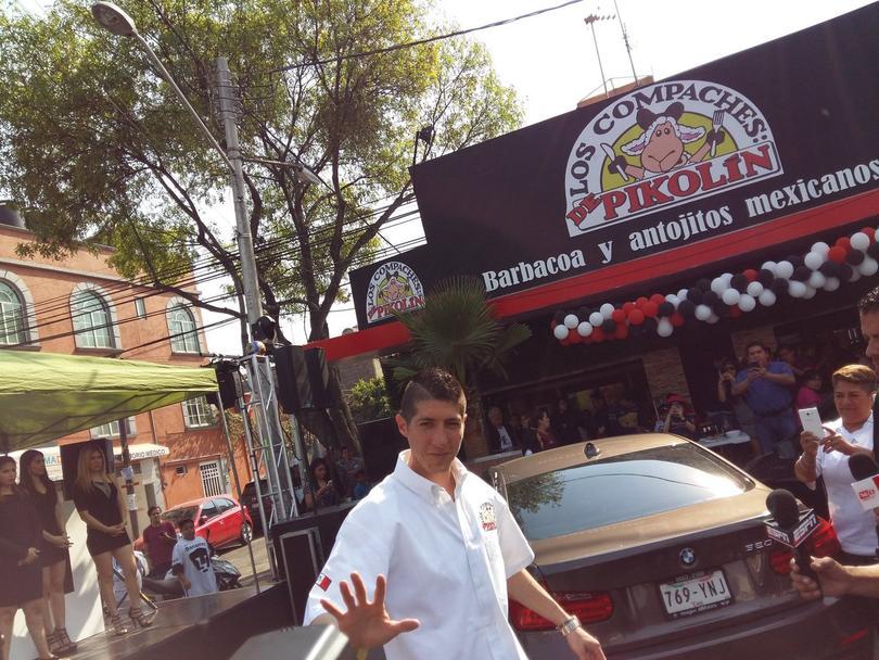 Pikolín abrió su taquería cerca del Azteca
