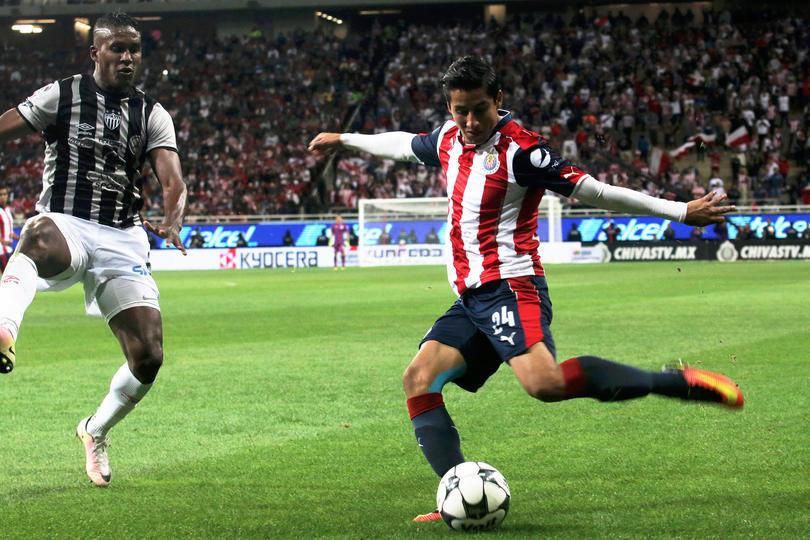 Chivas anuncia tratamiento de 3 meses de recuperación para Cisneros
