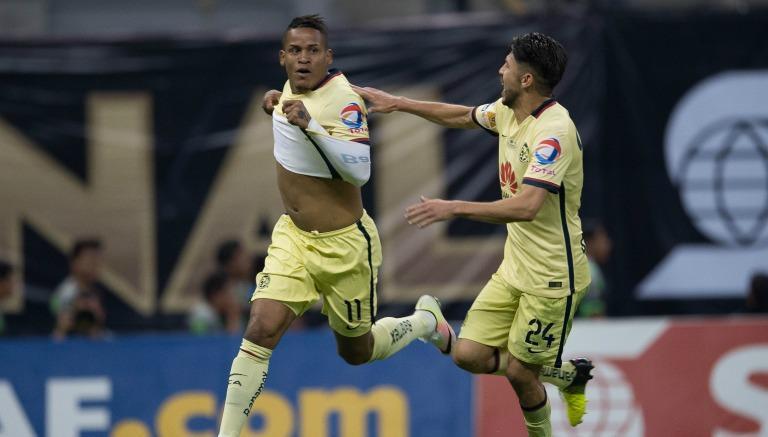 Arroyo festeja uno de sus goles frente a Rayados