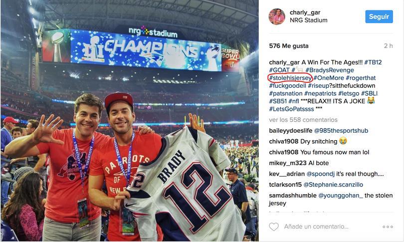 Se roba el jersey de Brady... lo sube a Instagram inculpándose *Genius*