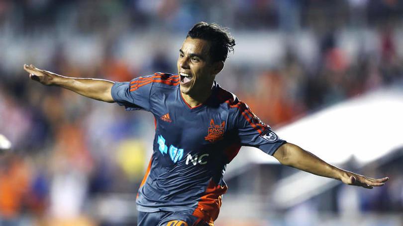 A pesar que todavía pertenecía a Chivas, no entró en planes de Almeyda.