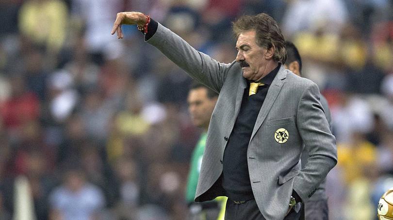 Ricardo La Volpe no andan con el Ame pero sí criticando a Messi, el entrenador dijo que ningún equipo depende sólo de uno y que a Leo le hace falta un Mundial para estar al nivel de Maradona o Pelé.