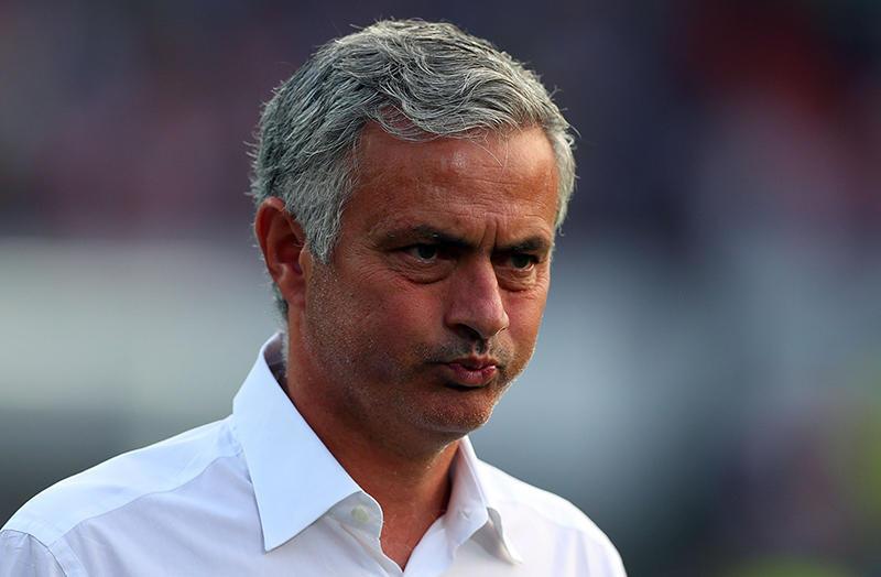 Un niño trolleó a Mourinho en el túnel antes del partido entre el Blackbur Rovers y el Manchester United