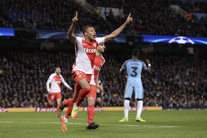 Mbappé celebra su gol frente al Manchester City.