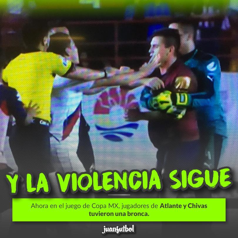 El resultado fue un jugador de Chivas expulsado.
