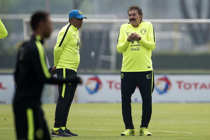 Luego de que La Volpe le tirara a Jémez y el entrenador de Cruz Azul lo retara, el DT del Ame le sacó y dijo que no había criticado al español.