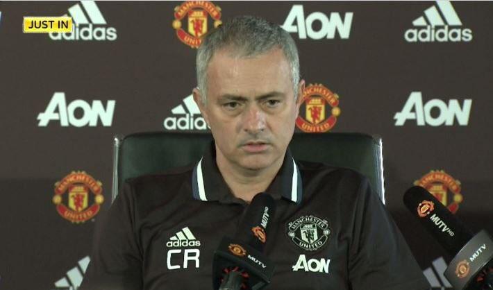 Después de que Mou se indignara por la destitución de Ranieri del Leicester City ayer, el entrenador del United siguió con su apoyo al italiano y sorprendió a todos en conferencia de prensa.