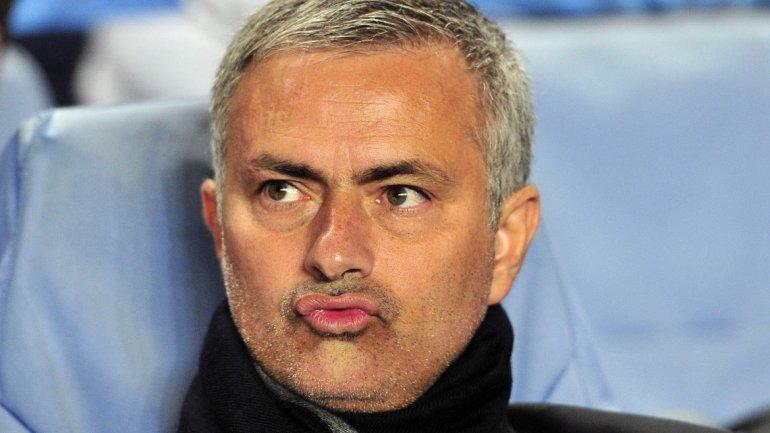 Dicen que el Manchester United y Mourinho están buscando y hablando constantemente con Neymar para intentar convencerlo de irse a Inglaterra. ¿Será?