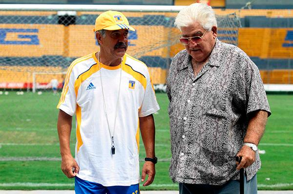 Carlos Miloc visitando al Tuca